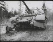 Tank T-55AM s odminovačem KMT-6
