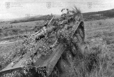 Bojové vozidlo pěchoty BVP-1 na cvičení v 80. letech