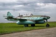 Tentýž letoun jako Messerschmitt Me 262 B Schwalbe před instalací do expozice 2. světové války