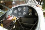 Palubní desky Morane-Saulnier MS-230 Et.2 byly poměrně bohatě vybaveny přístroji