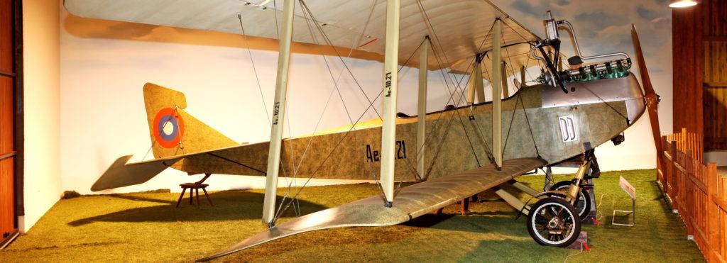 Cvičná vojenská letadla ve sbírce VHÚ: letouny do roku 1945