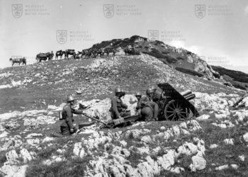 Snímek 7,5cm horského kanónu vz. 15 ve 30. letech během výcviku v Tatrách