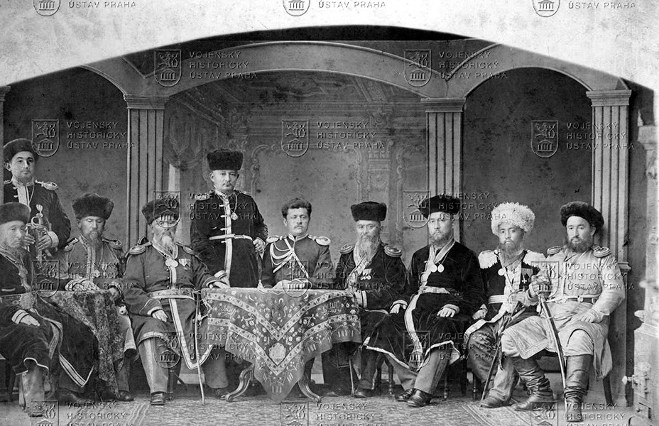 Středoasijští hodnostáři sruským důstojníkem na sklonku XIX. století