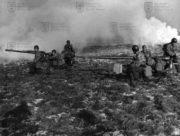 V šedesátých letech byli výsadkáři postupně vyzbrojeni československým bezzákluzovým kanónem vzor 59 (cvičení TARAN v roce 1965)
