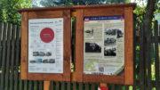 Tabule Stezky svobody a informační tabule ČHMÚ u Komořanského zámku. Foto Andrej Halada.