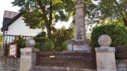 Stezka v Točné turisty zavede také k pomníku padlých z 1. světové války. Foto Andrej Halada.