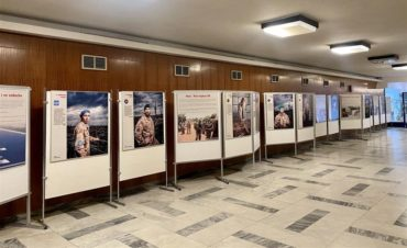 """Výstava """"…s vědomím rizika – příběhy českých vojáků v zahraničních operacích 1990-2020"""" ve znojemské nemocnici"""