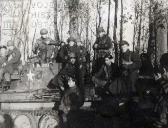 Čs. tankisté po vítězném boji u Dunkerque 28. října 1944