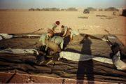 Dobový snímek ze Zálivu:  výstavba základního tábora u města Hafar al-Batin