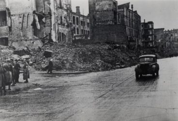 Zničené domy na kyjevské třídě Chreščatyk po osvobození města