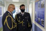 Genmjr. Jaromír Alan (vlevo) a plk. Jan Farlík, vedoucí Katedry protivzdušné obrany z Univerzity obrany, si se zájmem prohlédli expozici, jež u vojska protivzdušné obrany řadu let chyběla