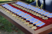 Vojáci obdrželi pamětní odznaky, které byly speciálně navrženy u příležitosti výročí 100 let protiletadlového vojska
