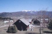Balkán; první kapitolou v působení na Balkáně byla mírová operace UNPROFOR – na snímku je velení praporu v bývalém turistickém kempu Borje u Korenice.