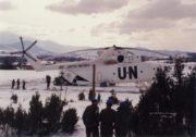 Balkán; zásobování v nepříznivých zimních podmínkách probíhalo pomocí vrtulníku.