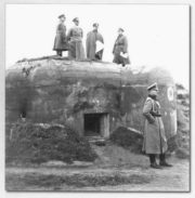 Adolf Hitler na stropnici objektu LO vz. 37 (Josef Novák: Československé opevnění jako cíl inspekčních cest Adolfa Hitlera)