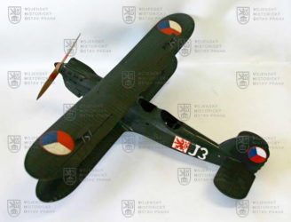 Model letounu Aero A-100