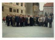 Společná fotografie na Pražském hradě.