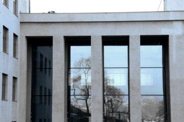 Při rekonstrukci Armádního muzea Žižkov je respektována původní fasáda