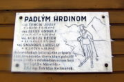 Pamětní deska padlým vojákům lyžařům