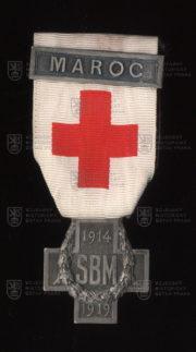 Francouzský pamětní odznak Společnosti pro pomoc zraněným vojákům se štítkem Maroko (avers-revers). FOTO VHÚ.