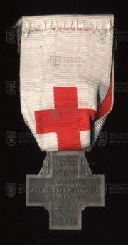 Francouzský pamětní odznak Společnosti pro pomoc zraněným vojákům se štítkem Maroko (revers). FOTO VHÚ.