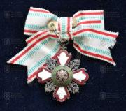 Bulharský Řád Za podporu lidskosti, III. třída – dámská varianta (revers). FOTO VHÚ.