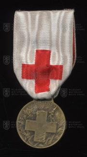 Francouzský pamětní odznak Společnosti francouzských dam (avers). FOTO VHÚ.