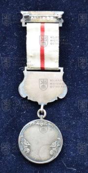 Turecká medaile Červeného půlměsíce, 2. stupeň – s dekorací za zásluhy v poli. Roky služby v horním ramínku neuvedeny (revers). FOTO VHÚ.