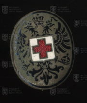 Rakousko-uherský čepicový odznak lékaře. FOTO VHÚ.
