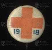 Britský odznak se symbolem Červeného kříže (avers). FOTO VHÚ.