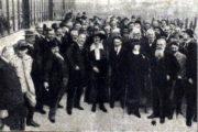 Delegáti různých národností na kongresu.