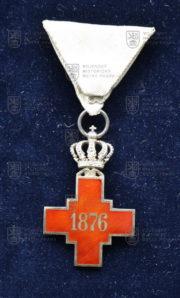 Kříž Společnosti Červeného kříže Srbského království 1876 – za službu v době míru (revers). FOTO VHÚ.
