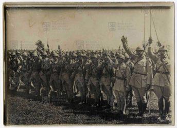 Slavnostní přísaha a předání praporu 21. střeleckému pluku čs. legií ve Francii