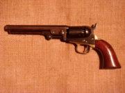 Revolver Colt Pocket z roku 1849, nejrozšířenější Coltova perkusní zbraň a vůbec nejrozšířenější perkusní revolver v USA, používaný nejen zlatokopy a osadníky, ale i vojáky.