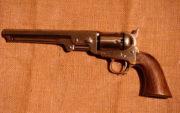 Revolver Colt Navy 1851, byl hojně používán za americké občanské války 1861−1865, britskou armádou za krymské války 1853−1856, sloužil však také v rakouském a pruském námořnictvu.