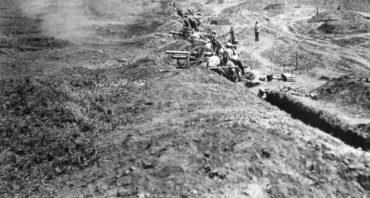 Pohled na ruskou dělostřeleckou baterii vdobě bitvy u Zborova