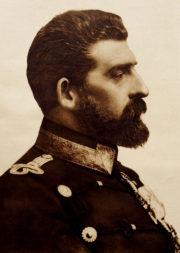 Rumunský král Ferdinand I. pocházel ze švábské linie dynastie Hohenzollernů, jež vládla v Německu. Svým rozhodnutím ukončit rumunskou neutralitu a vstoupit za příhodné situace do války na straně Dohody vyslyšel přání veřejnosti i politických stran v zemi. Postavil se však proti svému rodu. (VHÚ Praha)
