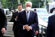 Německý prezident Frank-Walter Steinmeier před chrámem svatého Cyrila a Metoděje v Praze
