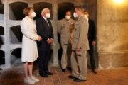 Německý prezident s manželkou, ředitel VHÚ, brigádní generál Aleš Knížek a ředitel Odboru muzeí VHÚ, plk. Michal Burian (vpravo)