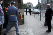 Uctění památky, položení věnce v Resslově ulici