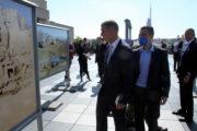 Premiér Andrej Babiš u výstavy fotografií z Afghánistánu