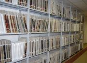 Sbírka vojenských matrik uložená v depozitářích VÚA–VHA v pražské Ruzyni. Na snímku je k vidění jen malá část z celkových 2093 svazků. (Foto: Martin Dubánek)