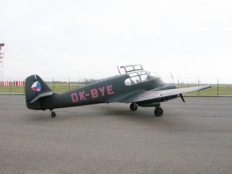 Jako z výrobního závodu: kurýrní Aero, dopravní Avia a také schody kletadlům